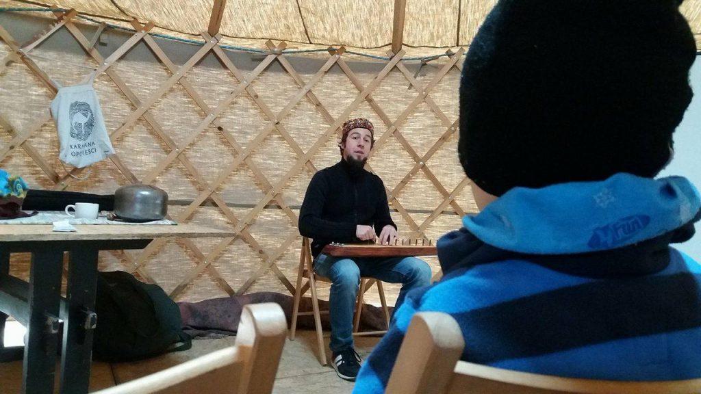 Opowiadanie baśni dla dzieci – WYSPA ZNIKĄD-DONIKĄD – Karawana Opowieści - Piknik na falach Odry - Statek Kultury // fot. Piotr Wręga